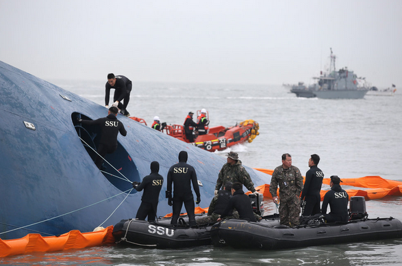Survivors of Korean Ferry Recall a Sharp Turn  Then Chaos   NYTimes.com