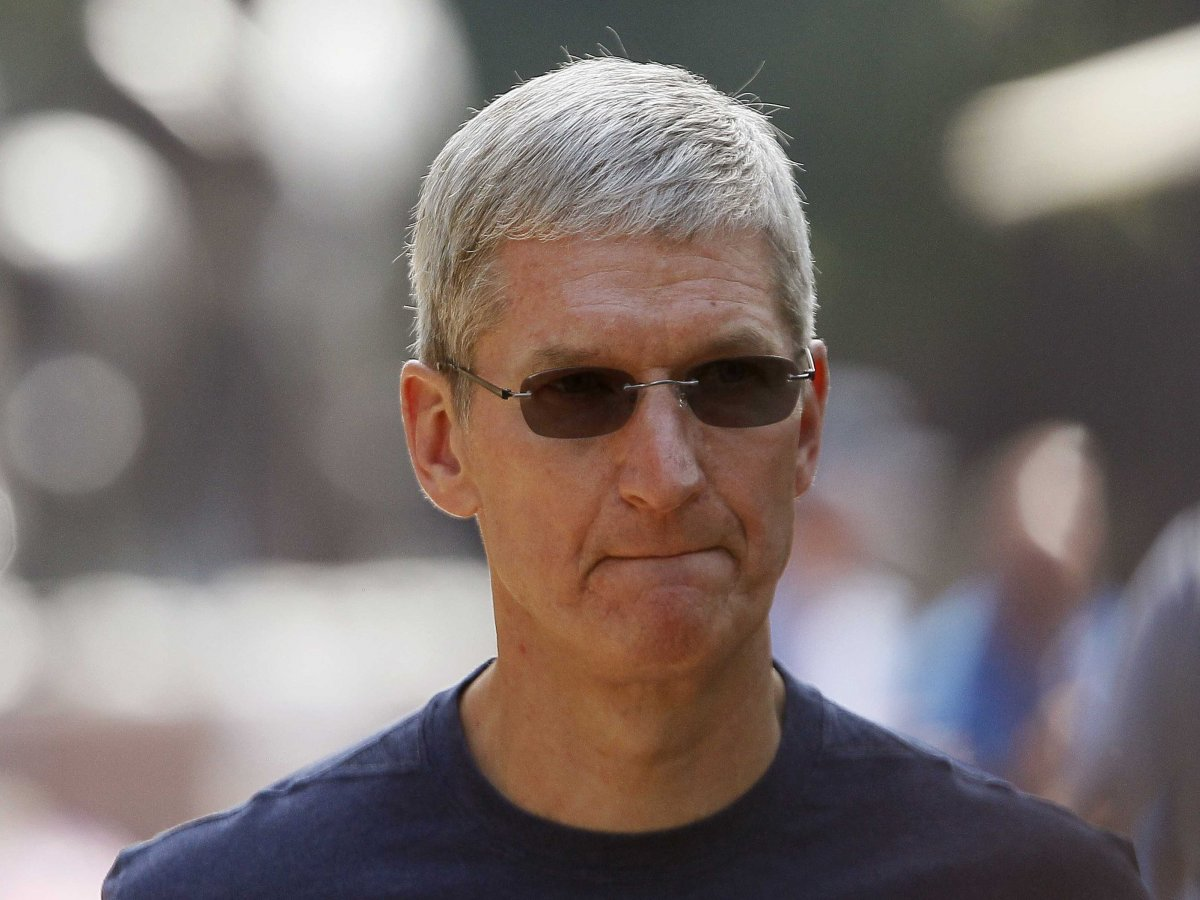 tim-cook-in-shades-11